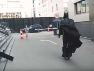 Бэтмэн на моноколесе