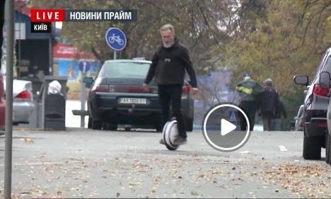 58 летний Евгений на моноколесе