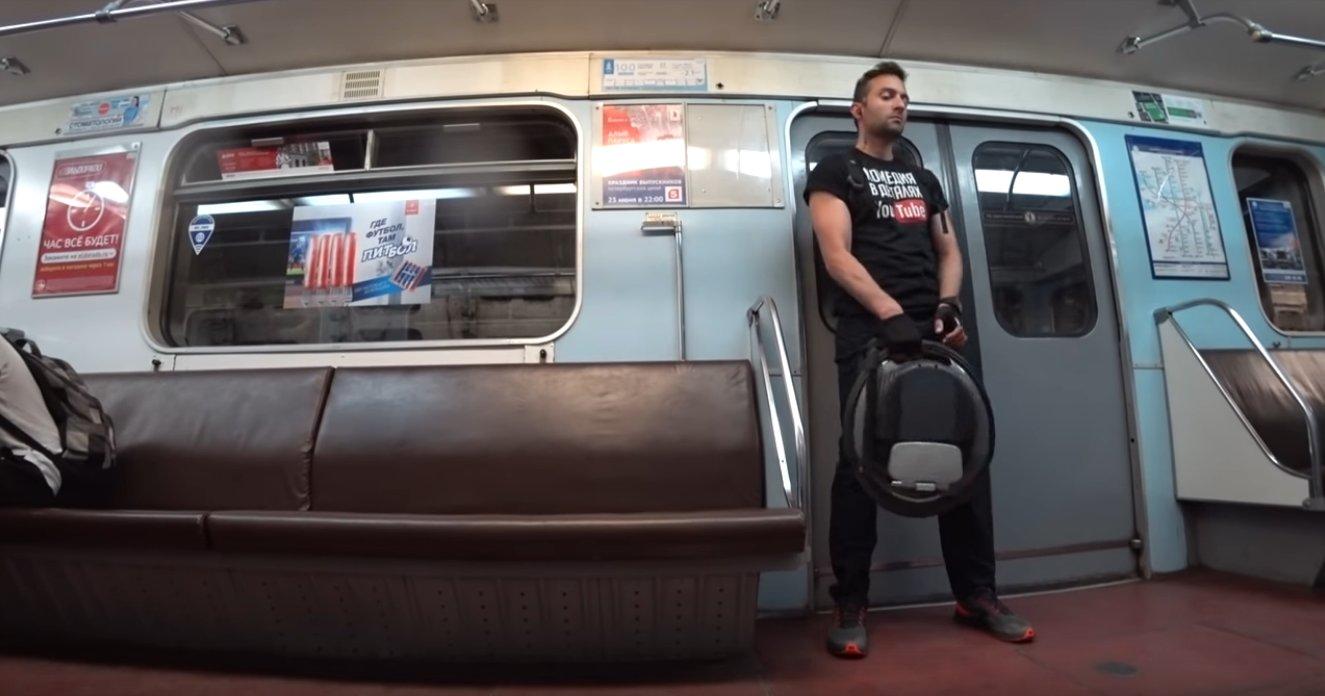 Каждый день на моноколесе и в метро